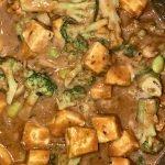 Tofu with peanut sauce, broccoli and edamame