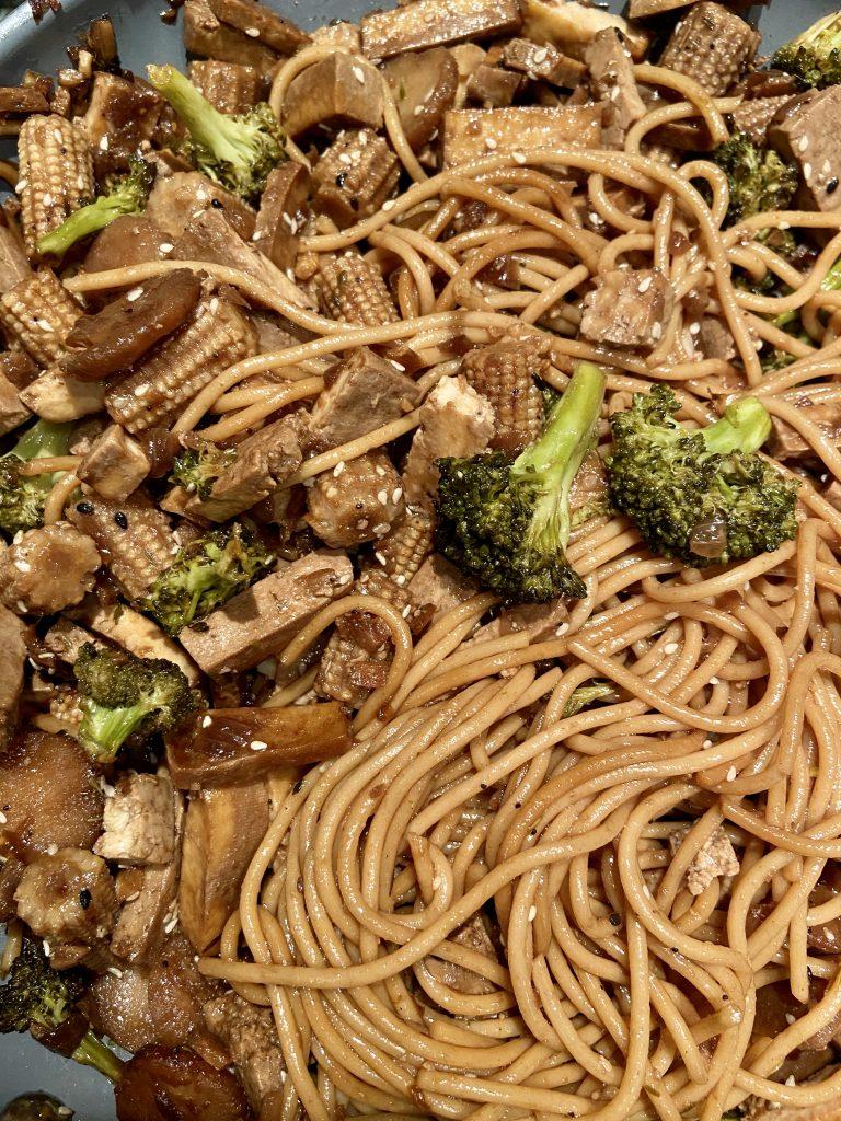 vegetarian lo mein in pan